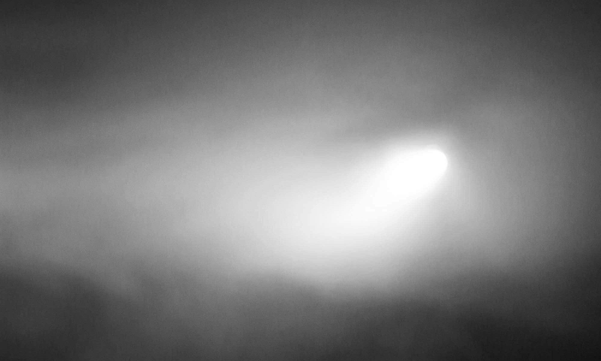 Schienwerfer im Nebel